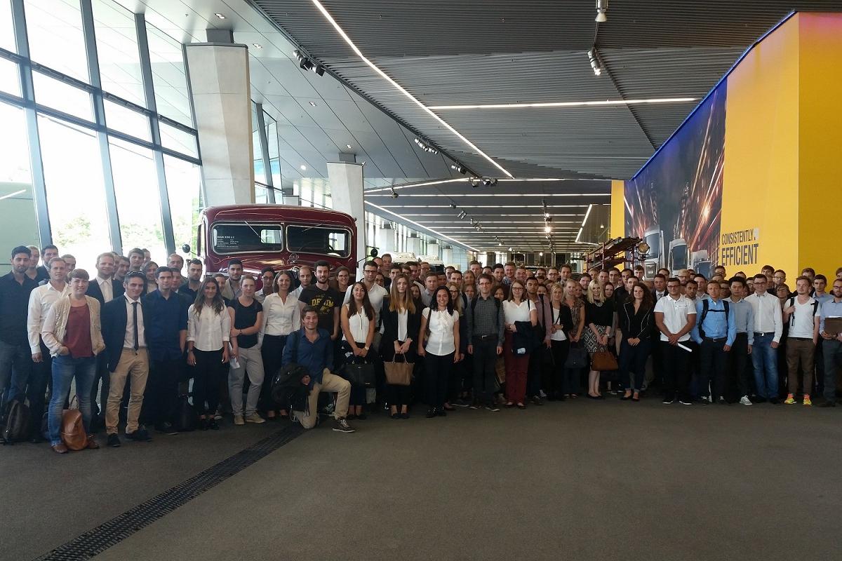 Praktikanti iz cijelog svijeta -                      MAN Truck Forum (September)