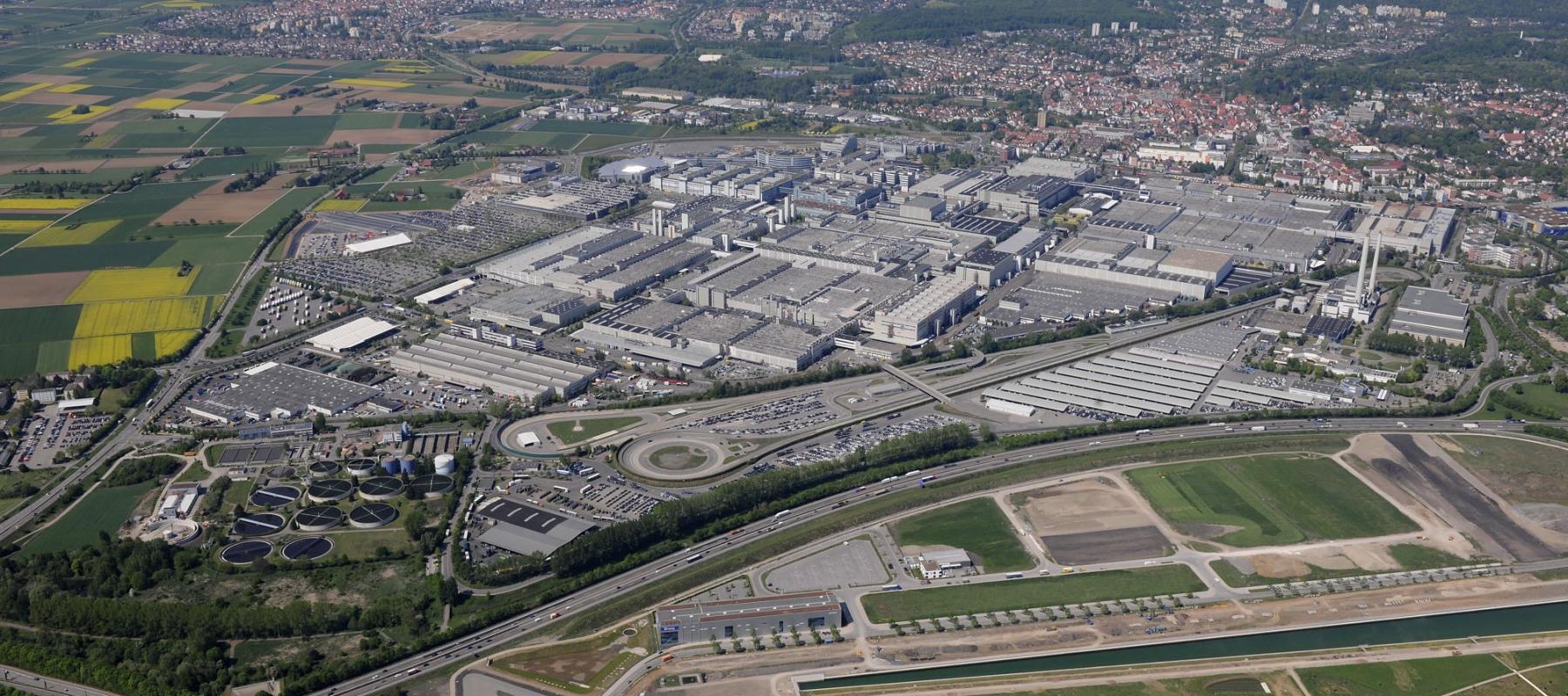 More than 22,000 people work at the Mercedes-Benz plant in Sindelfingen, Germany. It is the biggest production facility of Daimler AG worldwide. // Das Mercedes-Benz Werk Sindelfingen ist mit mehr als 22.000 Mitarbeitern das größte Produktionswerk der Daimler AG weltweit.